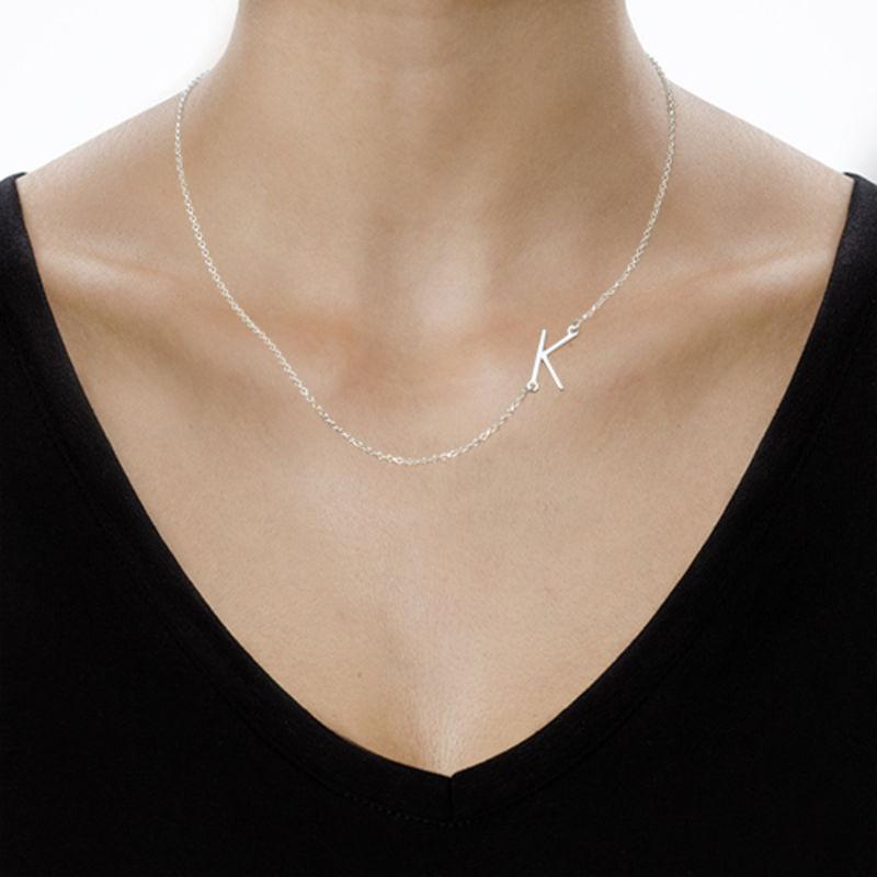 Collar con Inicial Lateral - 3
