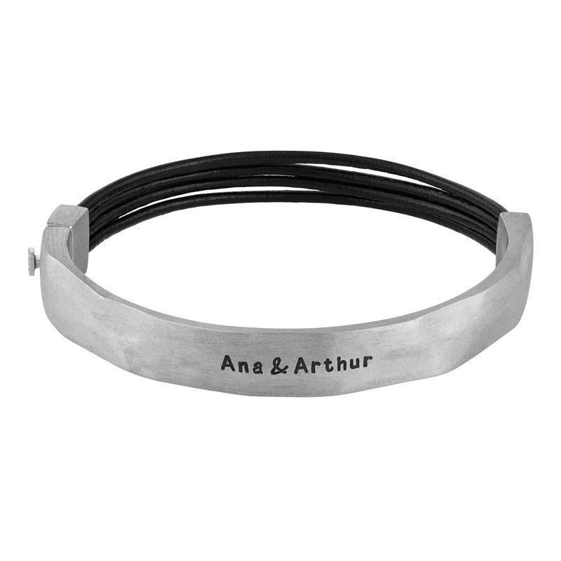 Medio brazalete en plata con cordones de cuero negro