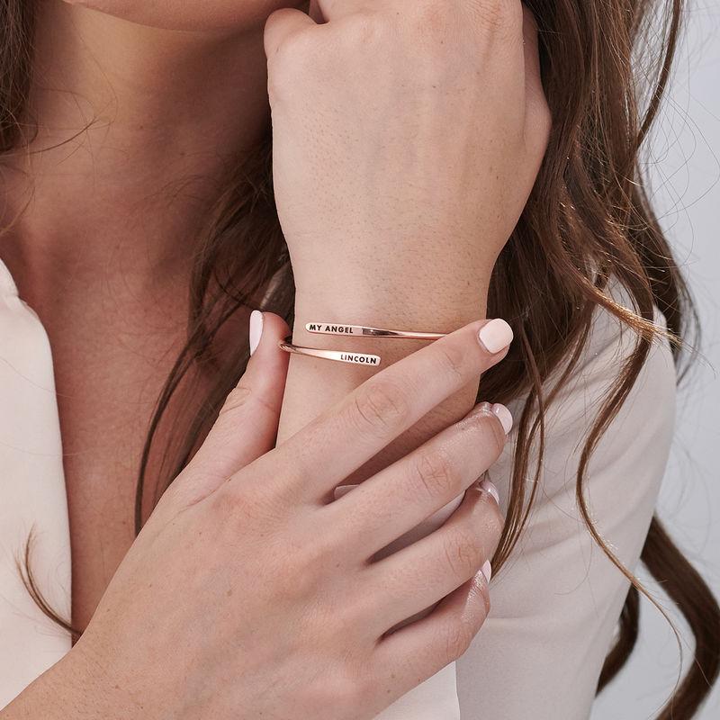 Brazalete grabado ajustable chapado en oro rosa - 3