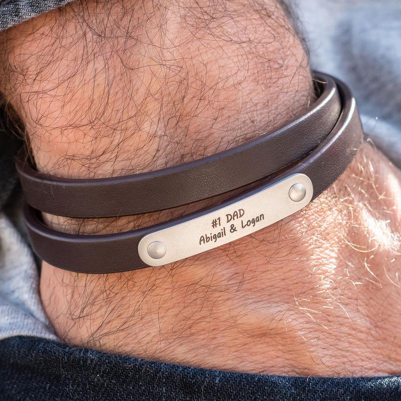 Pulsera de cuero marrón con barra grabada - 2