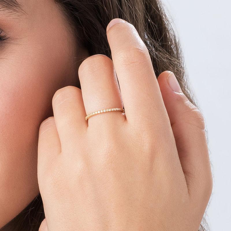 Delicado anillo con circonia cúbica chapado en oro - 2