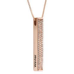 Collar de barra grabado 3D vertical chapado en oro rosa con circonia product photo