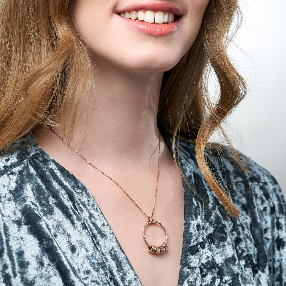 Gegraveerde Cirkel Hanger Linda ™ Ketting met blad en persoonlijke kralen in 18K Rosé Goud Verguld - 6