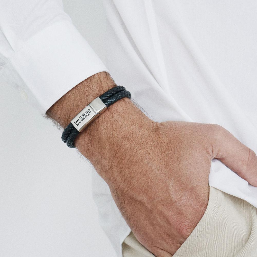 Gegraveerde heren armband in RVS en zwart leer - 1