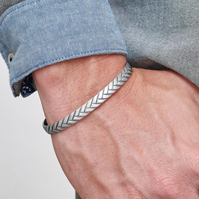 Gegraveerde, gestroomlijnde manchet heren armband - 2