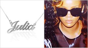 Rihanna met een Zilveren Naamketting