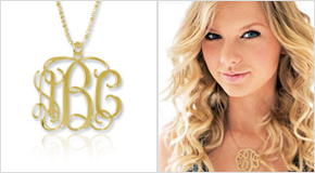 Taylor Swift met Gouden Monogram Ketting