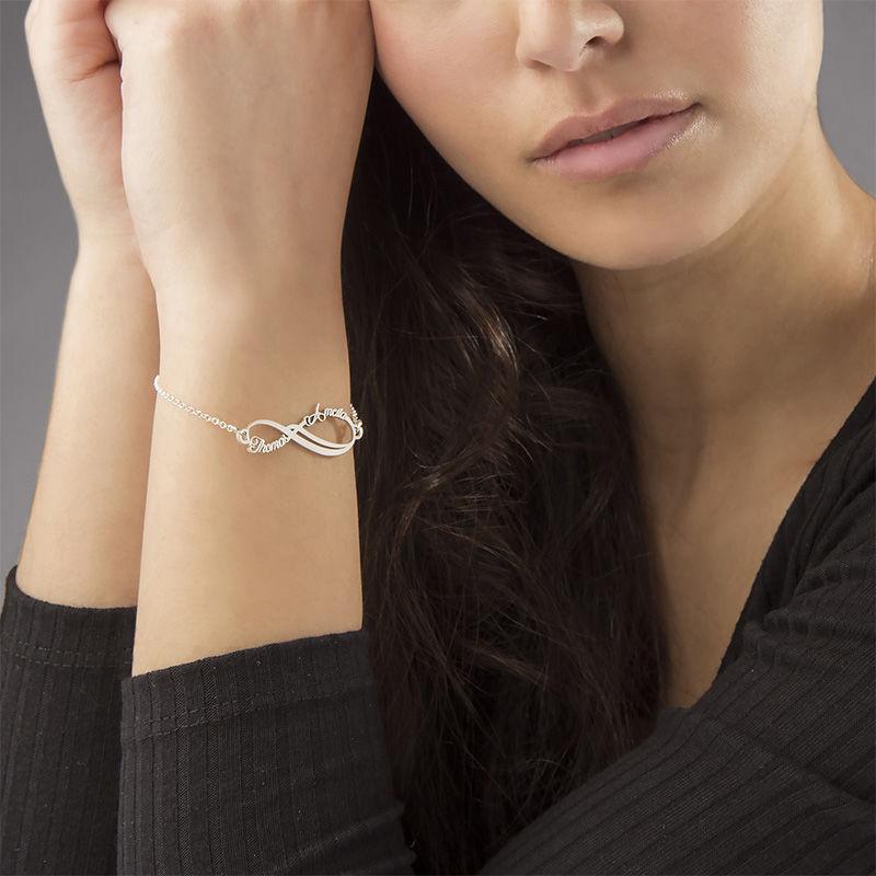 Infinity-armbånd med to navn - 14K hvitt gull - 1