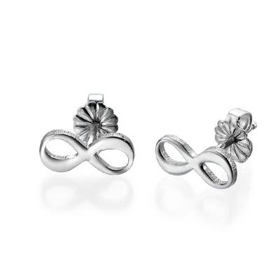 infinity øredobber med bokstav i sølv