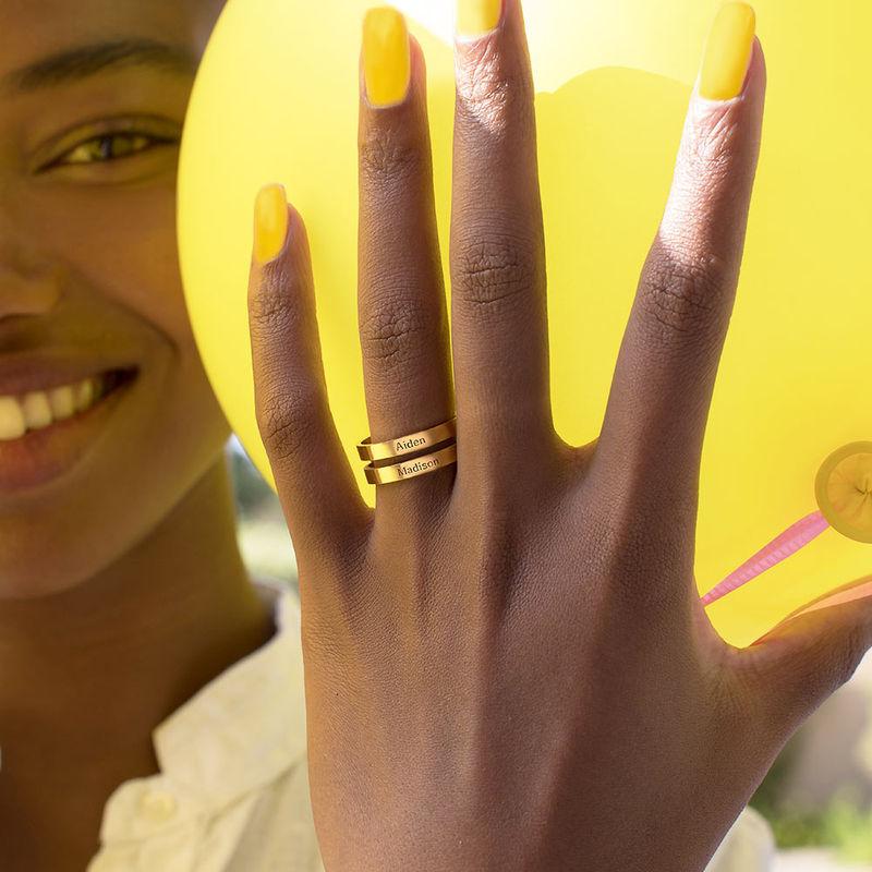 Tre ringer med navn i 10K gult gull - 4