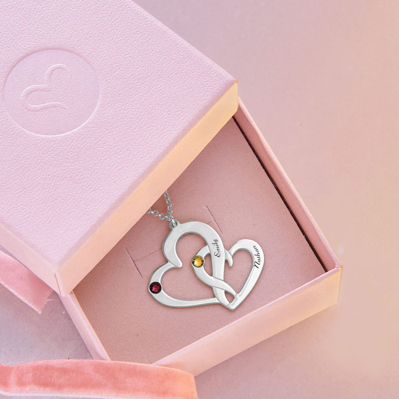 To hjerter flettet sammen med gravering - 4
