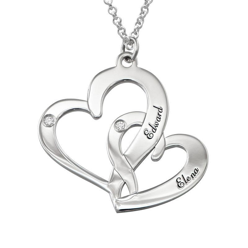 Inngravert smykke med to hjerter i sterlingsølv med diamanter