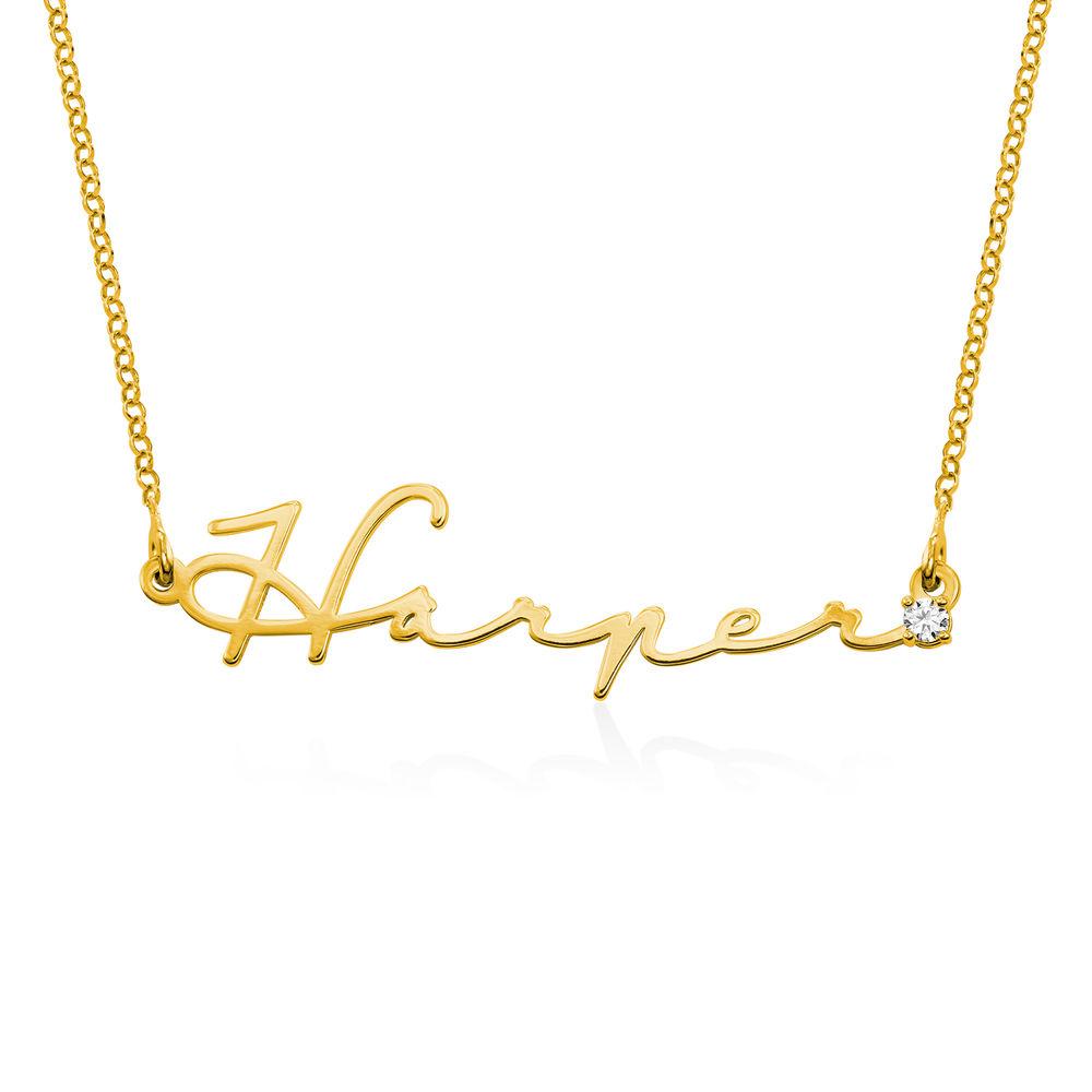 Navnesmykke i signaturstil i gull vermeil med diamant