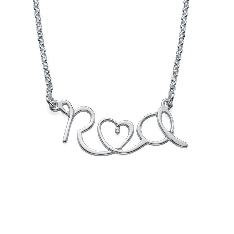 Bokstavsmykke til par med hjerte i sølv