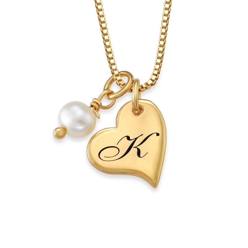 Hjertesmykke med bokstav og perle i gullbelegg