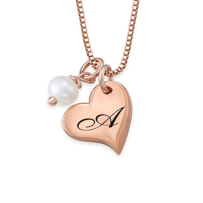 Hjertesmykke med bokstav og perle i rosegullbelegg