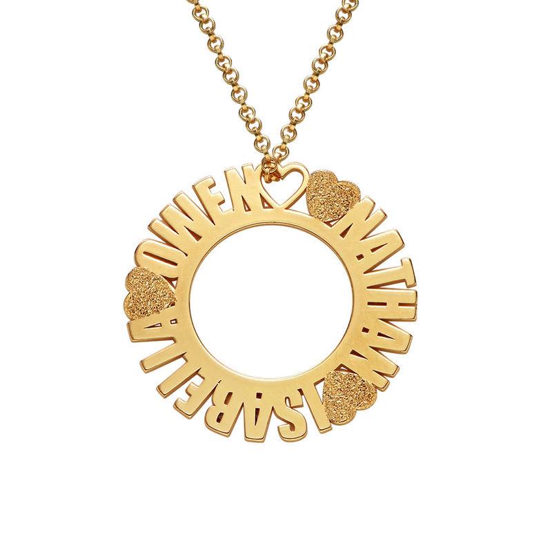 Navnesmykke med sirkel i gullbelegg og med diamanteffekt