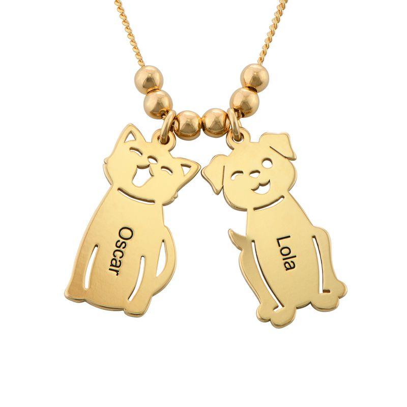 Morssmykke med graverte barnecharms og katt-og-hund-charms i gullbelegg