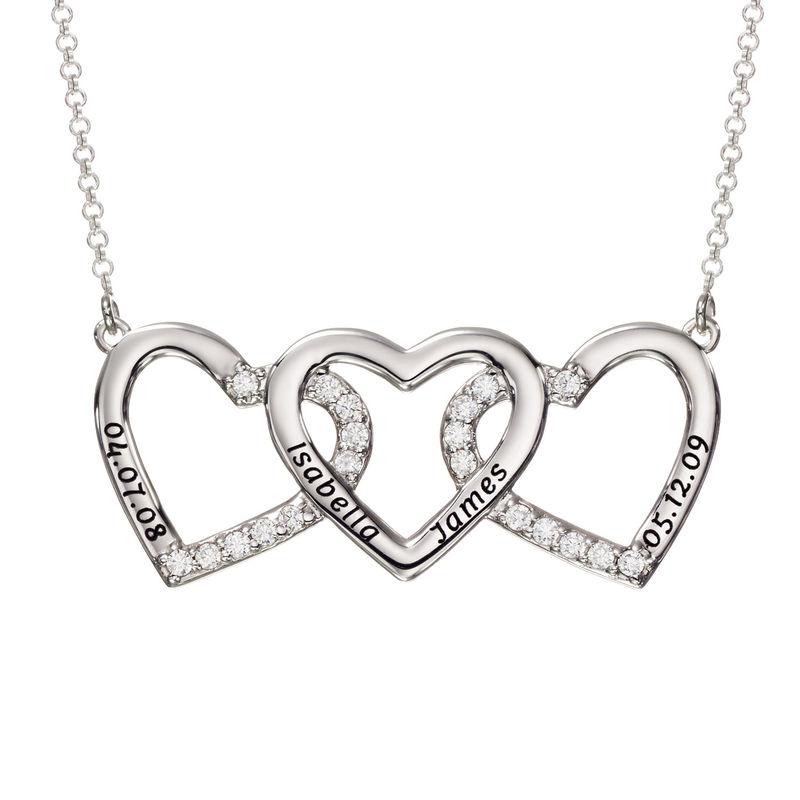 Gravert hjertesmykke med tre hjerter i sølv