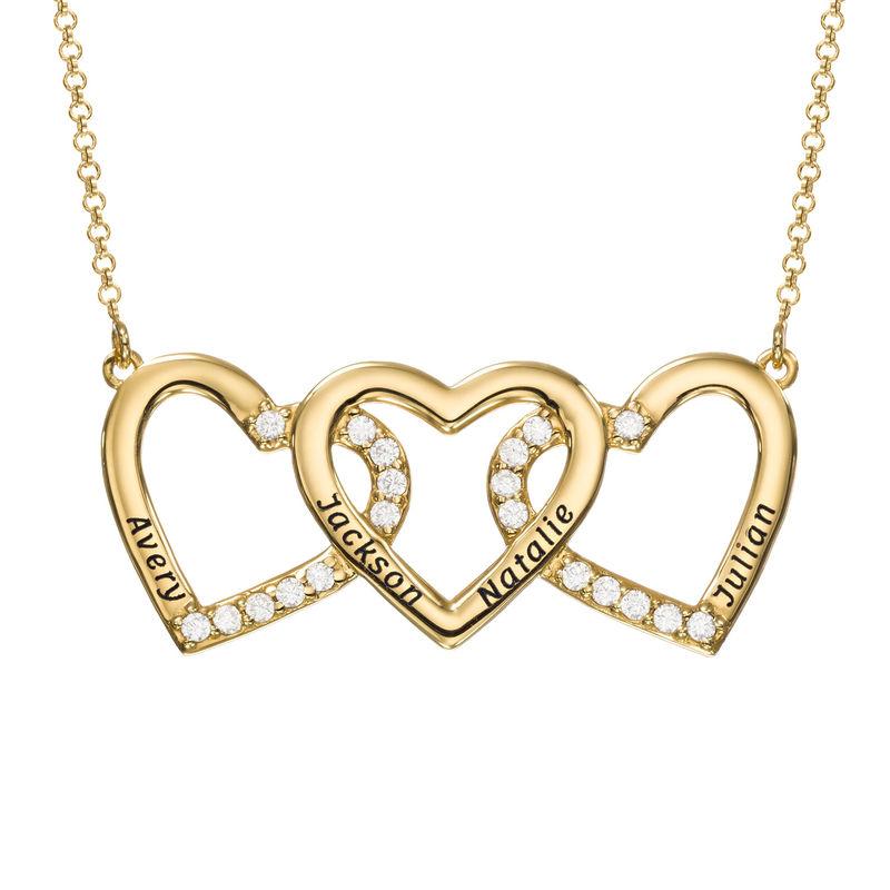 Gravert gullbelagt hjertesmykke med tre hjerter