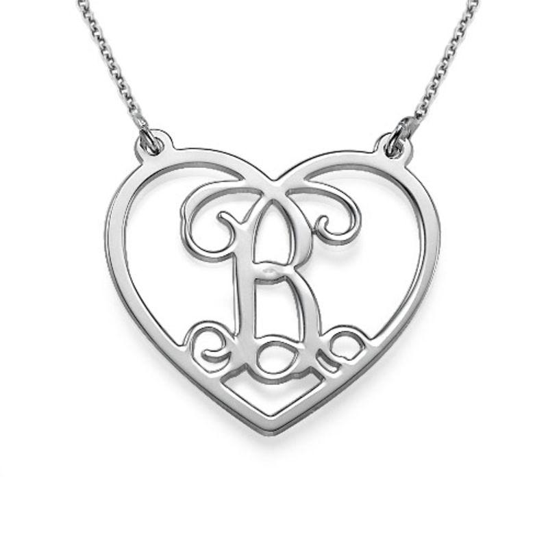 Hjertesmykke med bokstav i sølv
