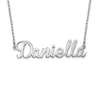 Navnesmykke i sølv med charm