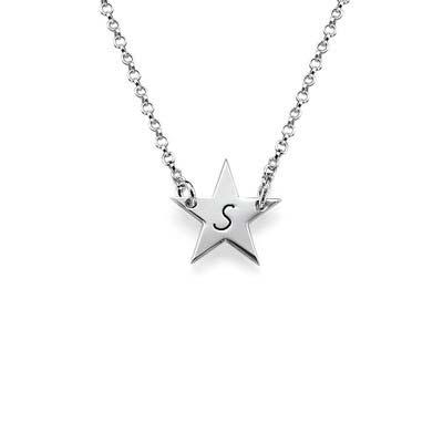 Stjernesmykke med bokstav i sølv