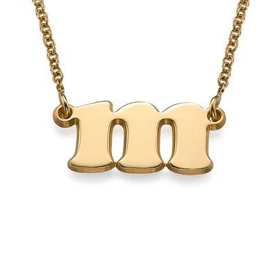 Lite smykke med bokstav i 18k gullbelegg