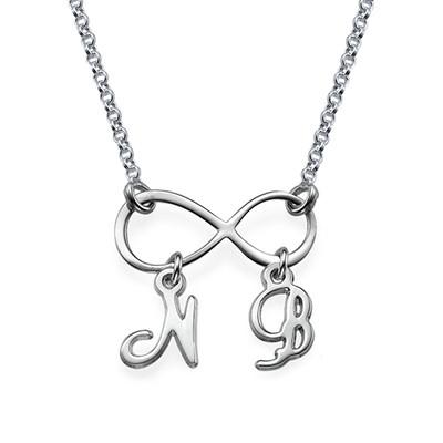 Infinitysmykke med Initialer i sølv