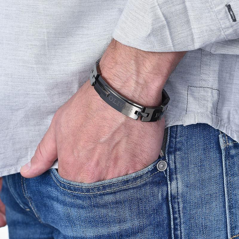 Armbånd til menn med gravering i sort rustfritt stål - 1