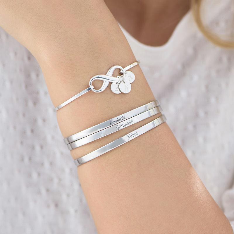 Infinity bangle armbånd med bokstavanheng i sølv - 3