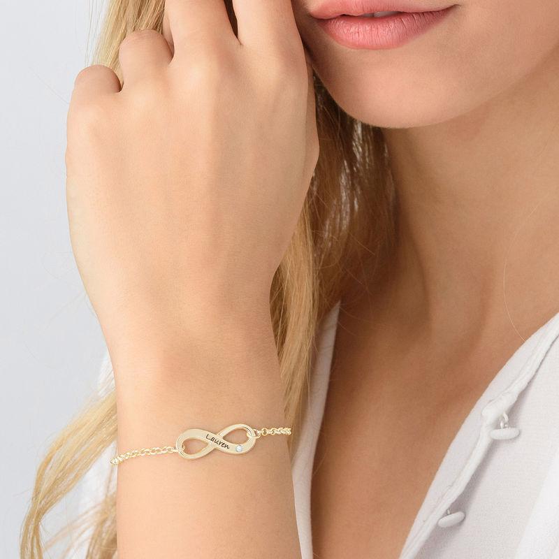 Infinity-armbånd med gravering og diamant i gullbelegg - 2