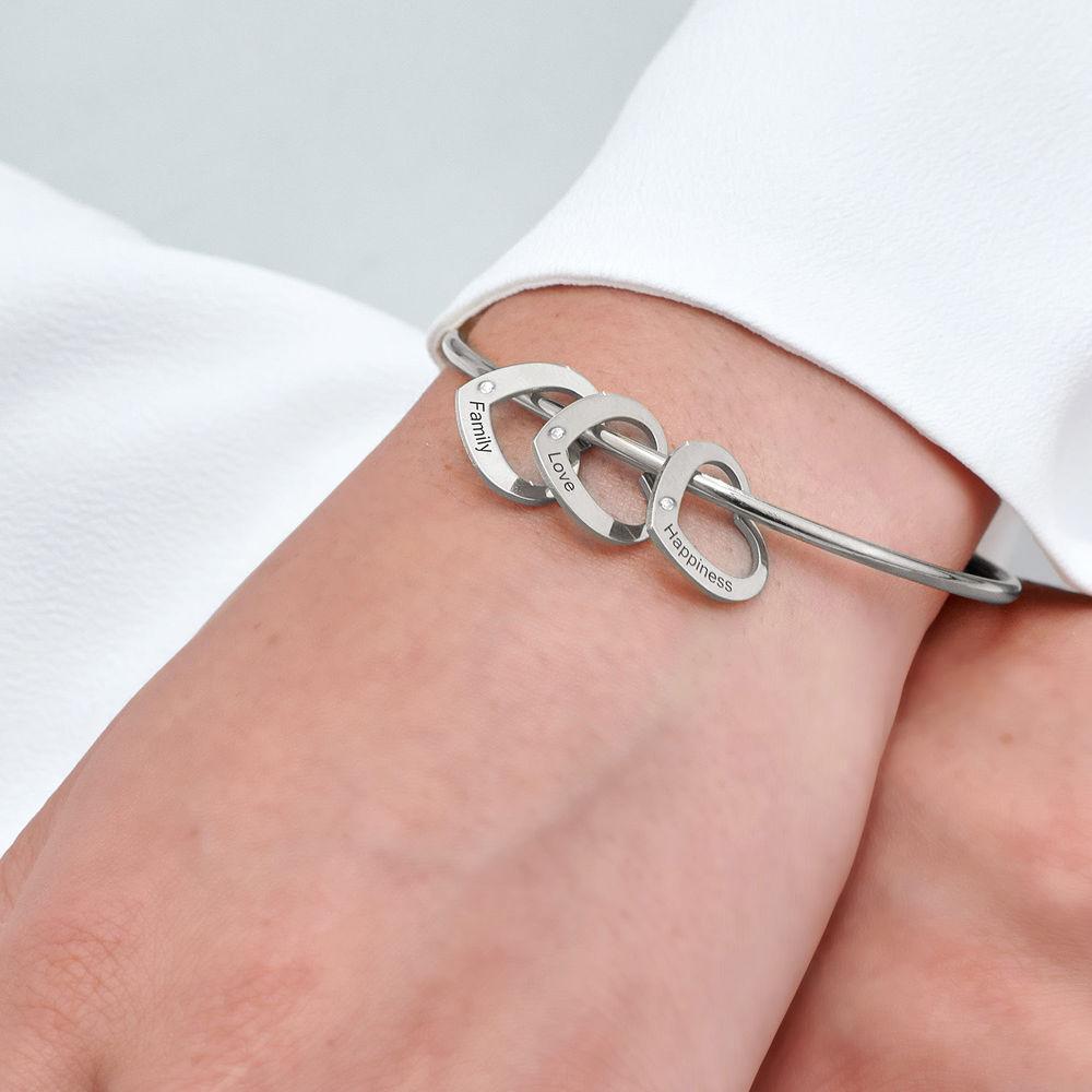 Bangle-armbånd med hjerteformede charms i sølv med diamanter - 4