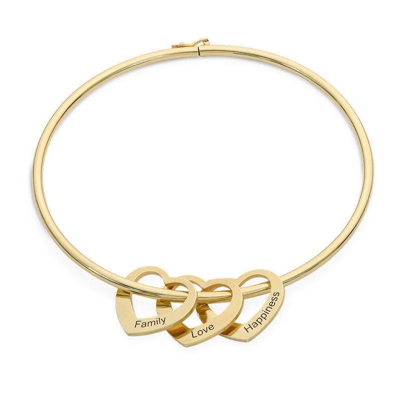 Bangle-armbånd med hjerteformede charms i gull-vermeil