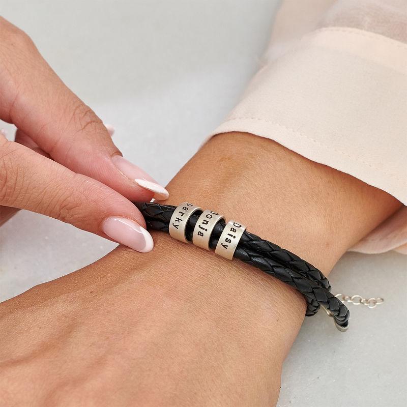 Armbånd til henne i flettet lær med små tilpassede charms i sølv - 2