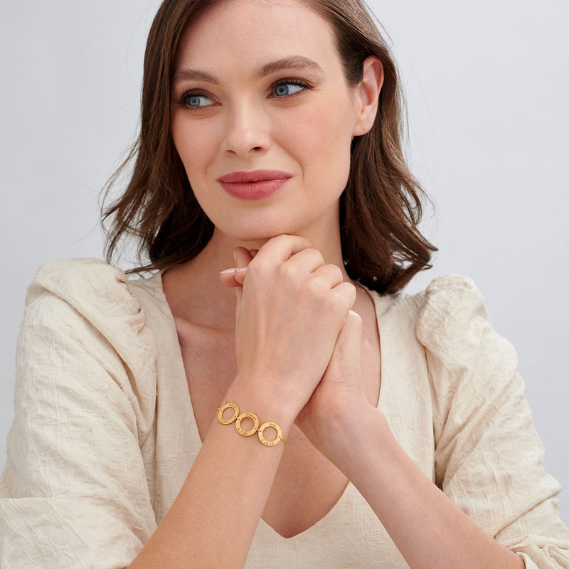 Graveret armbånd med 3 sirkel anheng i gullforgylt - 1
