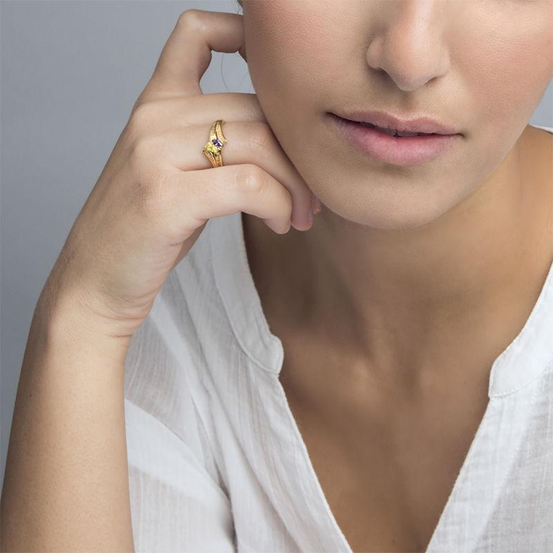 Personlig forgylt ring med månedssteiner - 2