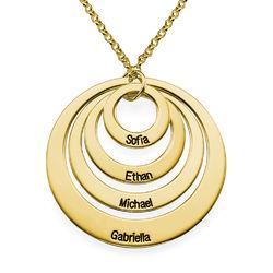 Rundt smykke med fire åpne sirkler og gravering i gullbelegg product photo