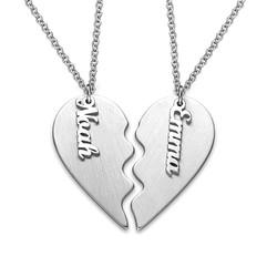 Gravert hjertekjede til par i matt sølv product photo
