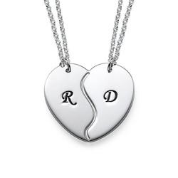 Todelt hjertesmykke med initialer i sølv produktbilde