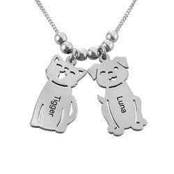 Morssmykke med graverte barnecharms og katt-og-hund-charms i sølv product photo