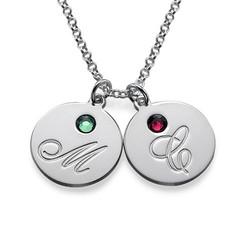 Mammasmykke med bokstaver og fødselssein i sølv produktbilde