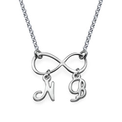 Infinitysmykke med Initialer i sølv produktbilde