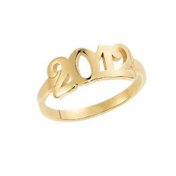 Personlig ring med gravering og tall i 18K gullbelegg product photo