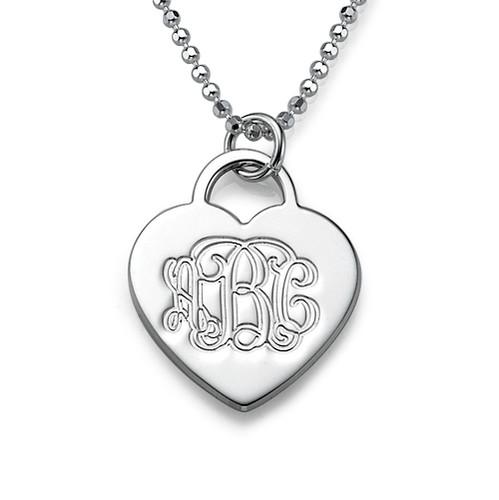 Gravert hjertesmykke i sølv med monogram