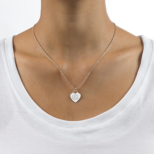Gravert hjertesmykke i sølv med monogram - 1