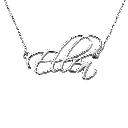 Halssmykke i sølv med personlig skrift
