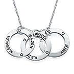 Perfekt gave til mor- Graverte Familiesirkler-smykket