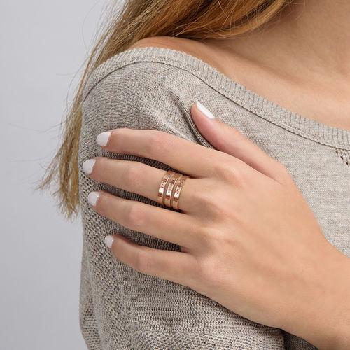 Tre ringer med navn i rosegullbelegg - 3